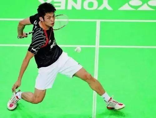 羽毛球追身球的进攻与化解